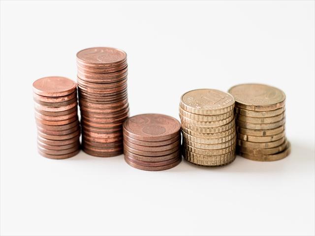 コインが積み重なって5つになっている