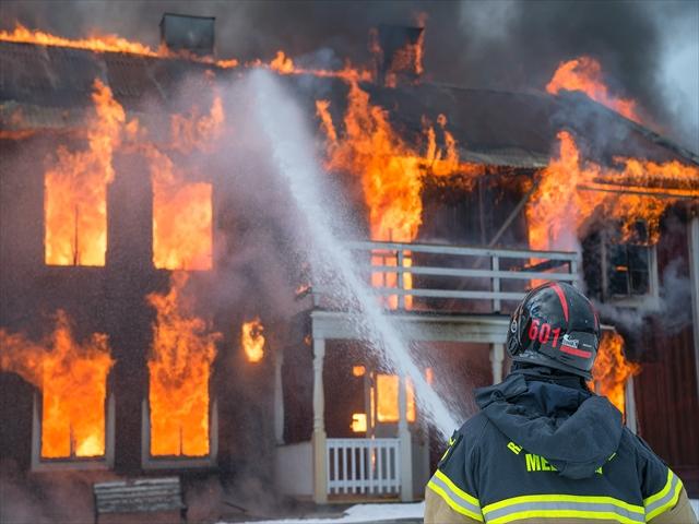 消防士が消化している
